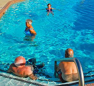 Yuma Lakes Resort - Large Jacuzzi